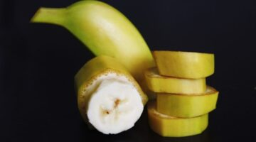 How To Slice Bananas Into Bite-Sized Pieces Without Turning Brown (…A FUN Way, Not Your Average Banana Slices!)