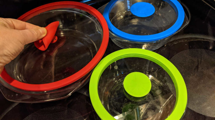 One of the earlier versions of Pyrex glass food storage containers I bought. LOVE these lids... see why!