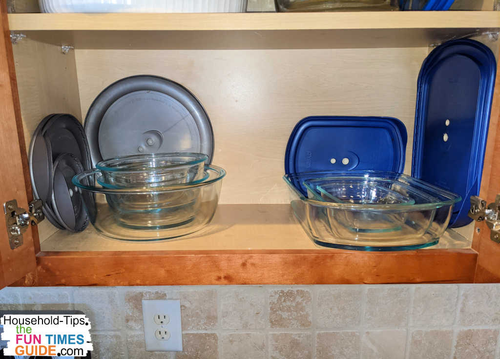 The very first set of Pyrex glass food storage containers I bought. Do NOT like these lids... see why!