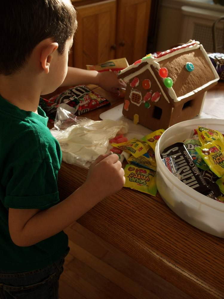15 fun things to do with leftover halloween candy the for Fun things to do for christmas party
